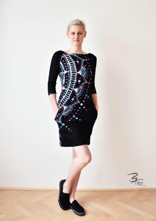 krátké dámské šaty